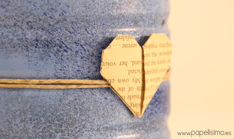 Metal-estanho-decorado-com-papel-coração-e-tinta spray